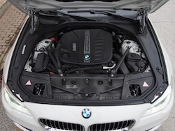 2014 寶馬 BMW 535d xDrive Metallic White engine bay