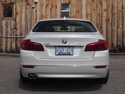 2014 寶馬 BMW 535d xDrive Metallic White rear view exhausts badge