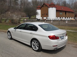 2014 寶馬 BMW 535d xDrive Metallic White rear side view