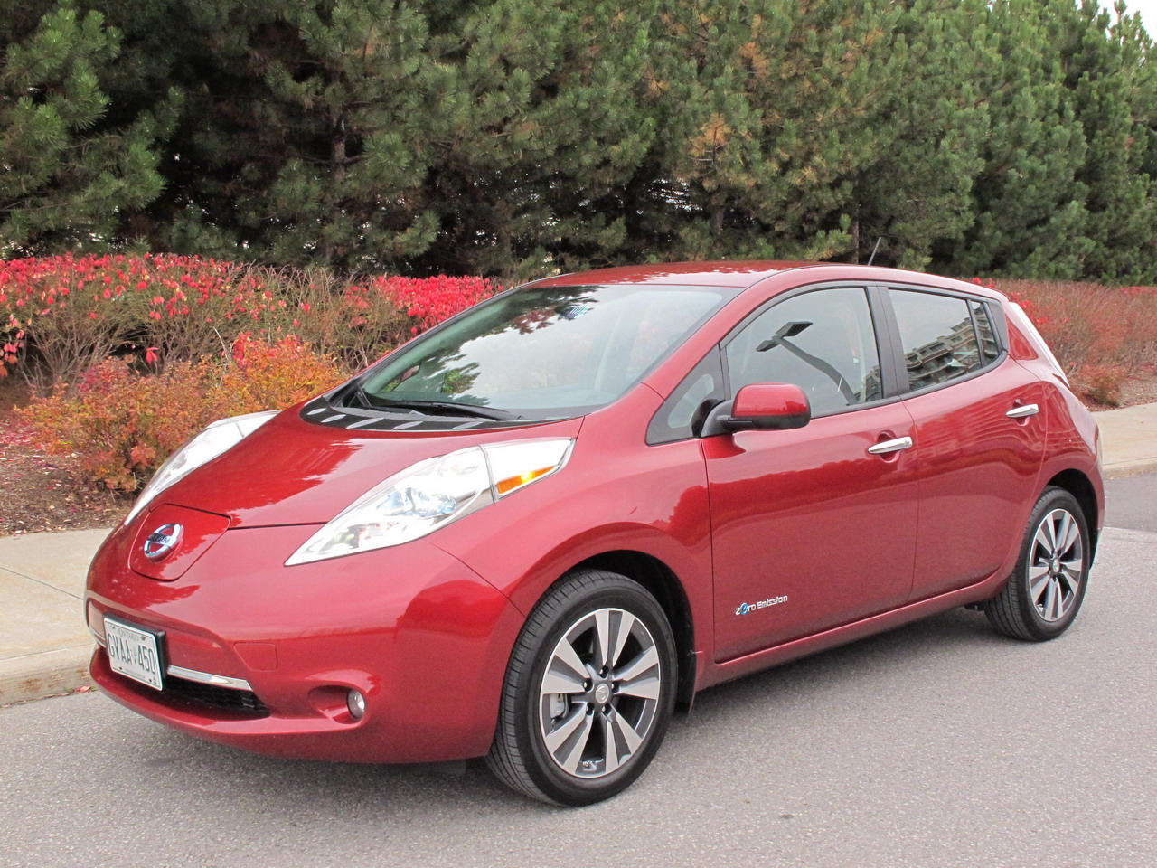 2015 Nissan LEAF Red front side view