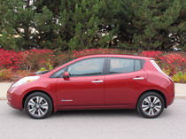 2015 Nissan Leaf Red side