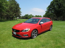 2015 Volvo V60 T6 R-Design front side view