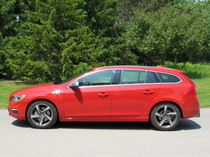 2015 Volvo V60 T6 R-Design side view
